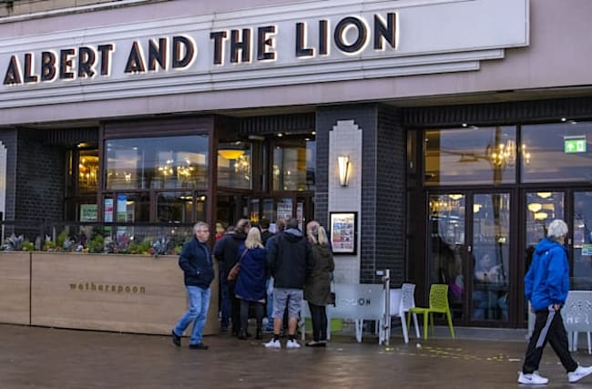 Wetherspoon seeks £92m cash boost as pubs expected to stay shut until March