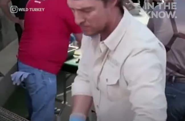 マシュー・マコノヒーが、カリフォルニア州山火事の被災地で炊き出し