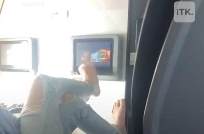 旅客機の乗客が機内でこれまで見てきた中で「最も不快な光景」【映像】