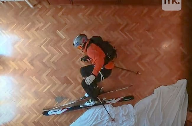 自宅のリビングでスキーを楽しむ、ストップモーション動画が話題に【映像】