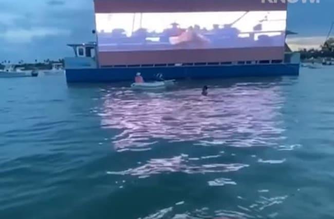 ボートで映画を楽しむ「ボートインシアター」が、マイアミの海に登場!【映像】