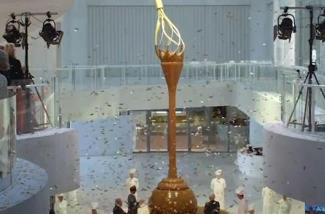 高さ約9メートルの巨大チョコレートファンテンが登場【映像】