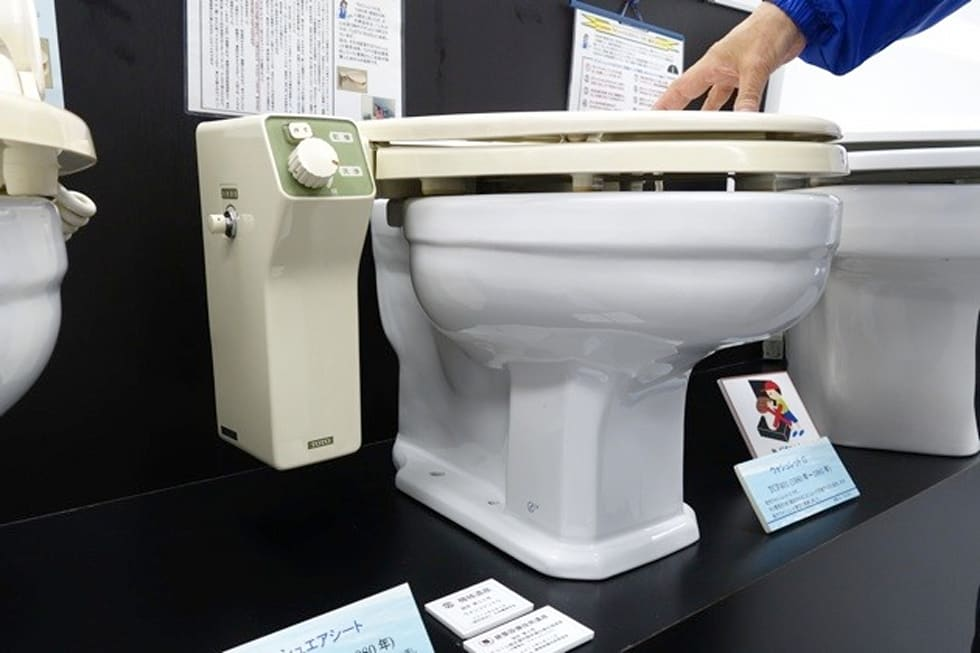 A Westerners Guide To Japanese Toilets - Japanese self cleaning toilet
