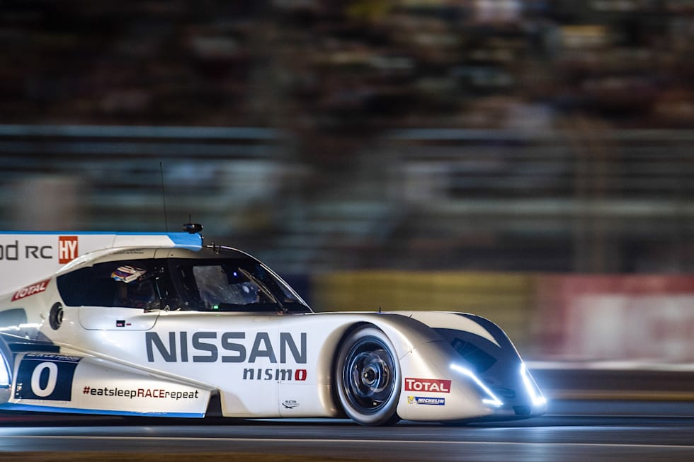 Nissans Zeod Rc Prototype Racer Completes First All Electric Lap At