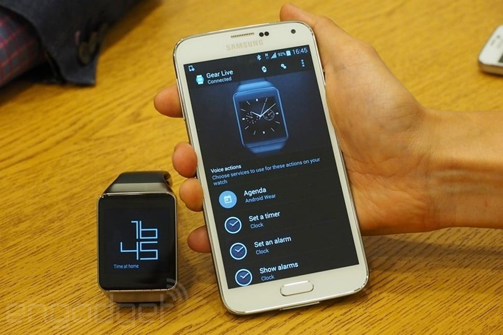 watch this walkthrough of samsung 39 s android wear device. Black Bedroom Furniture Sets. Home Design Ideas