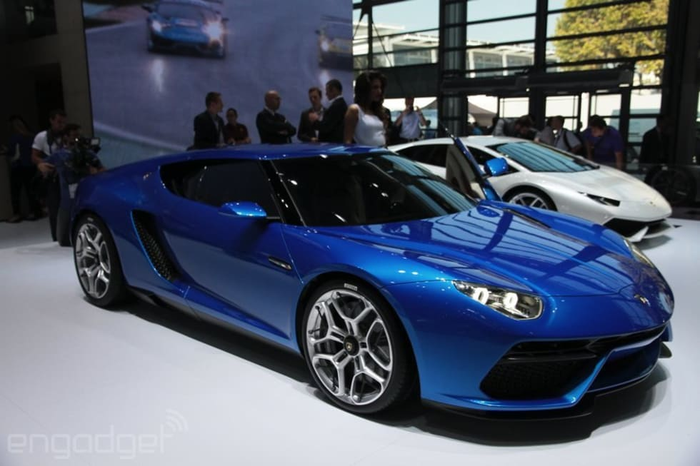 Lamborghini S 910hp Plug In Hybrid Goes 30 Miles On A Charge Hands On