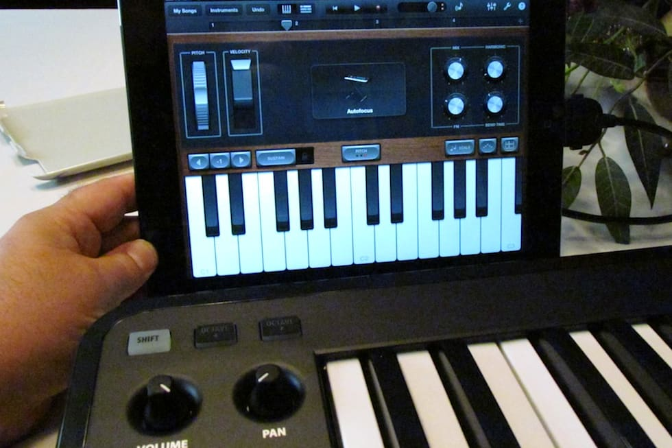 Clash of the MIDI keyboard controllers: Line 6 Mobile Keys