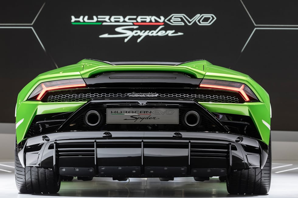 Lamborghini S Latest Huracan Is A Supercar With A Supercomputer