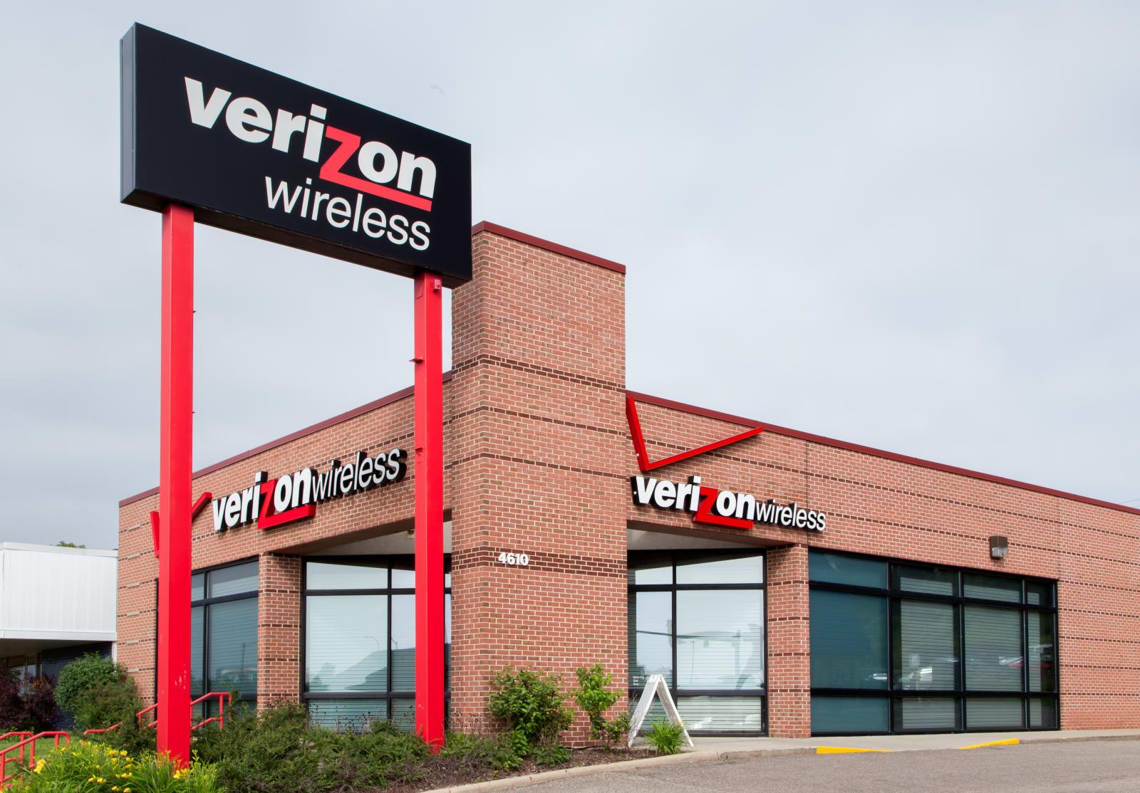 MADISON, WI/USA - JUNE 26, 2014:  Verizon Wireless retail store. Verizon Wireless is a wholly owned subsidiary of Verizon Commun