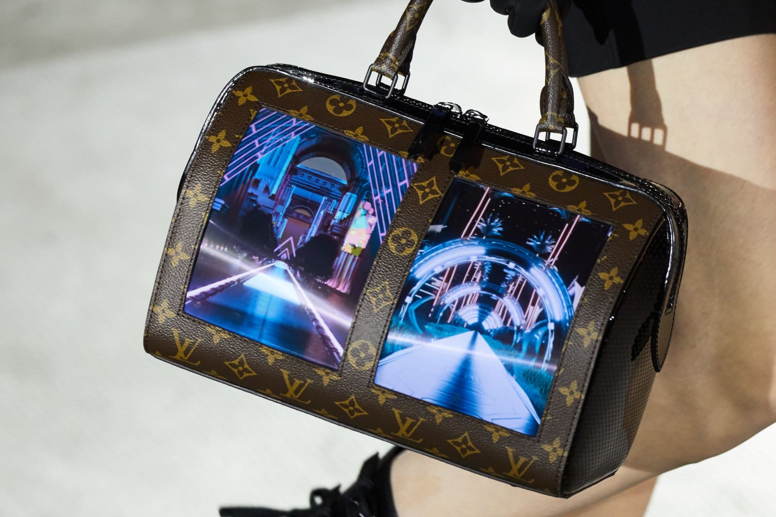Louis Vuittons flexible-screen handbag