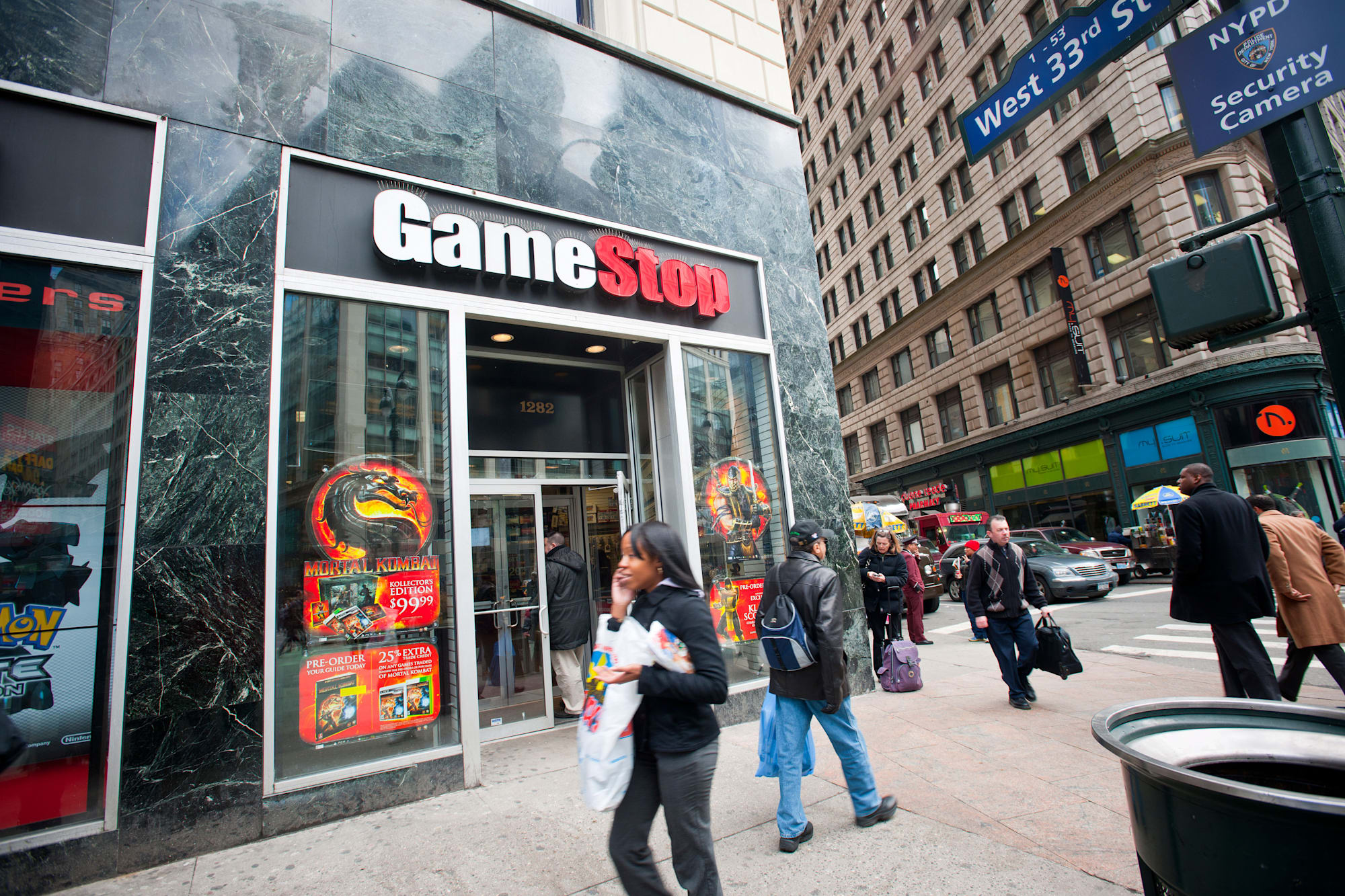 C1YC8B A GameStop video game store in the Herald Square shopping district in New York gamestop; videogames; shopping; electronic