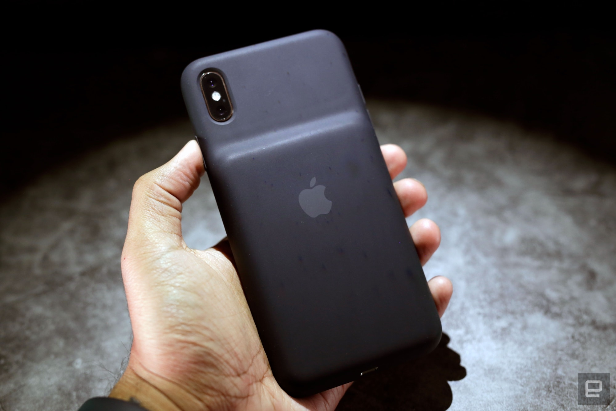 Apple Smart Battery case review for iPhone XS and XS Max