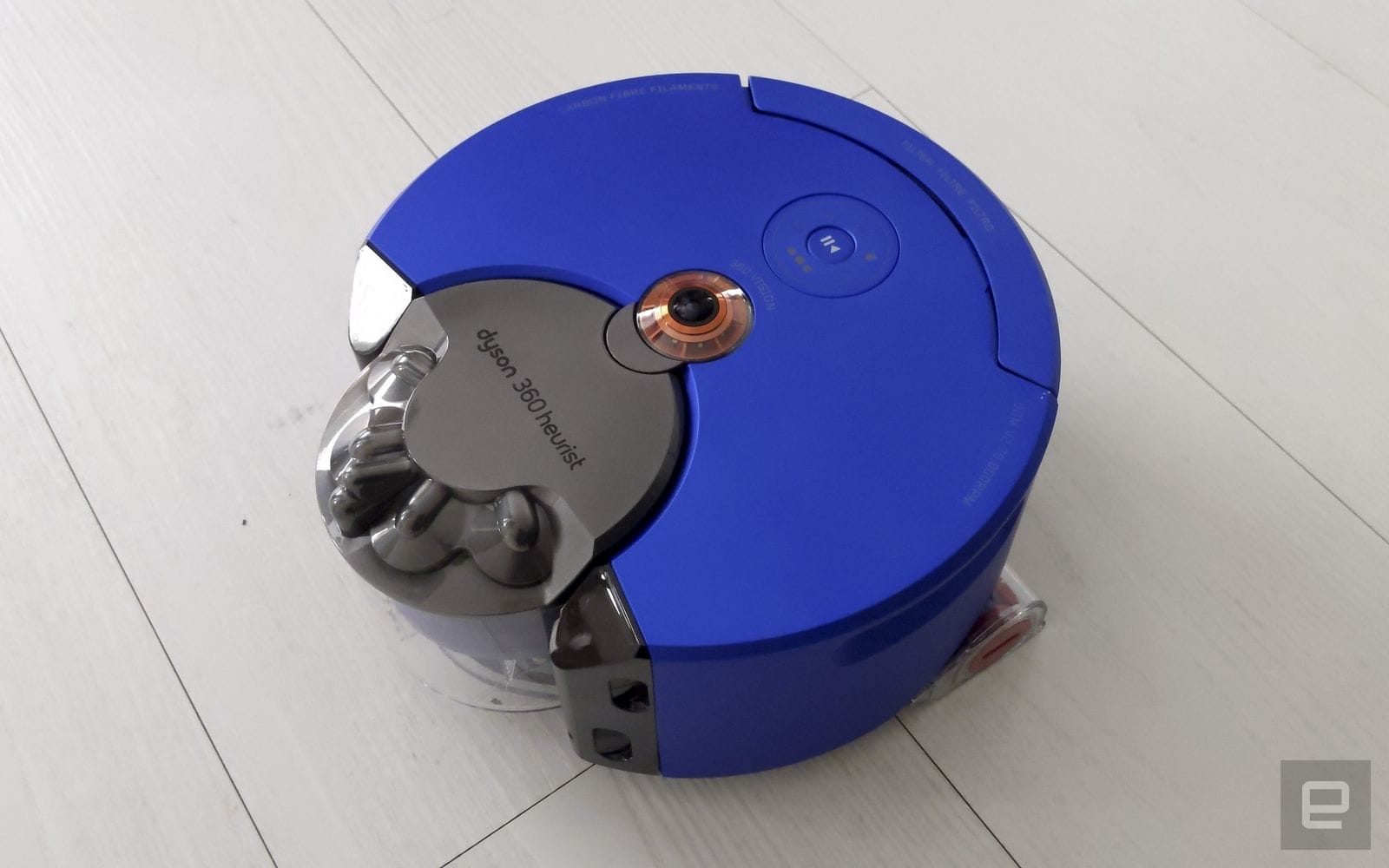Dyson 終於在台灣推出 360 Heurist 吸塵機器人