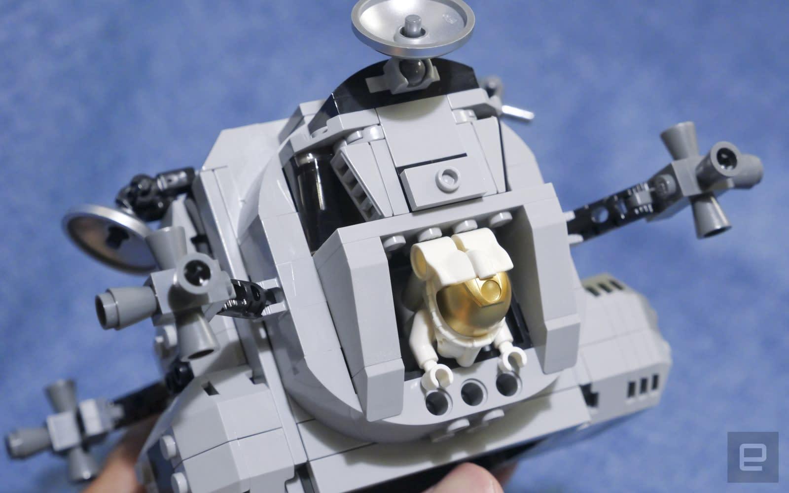 Lego Lunar Lander 10266