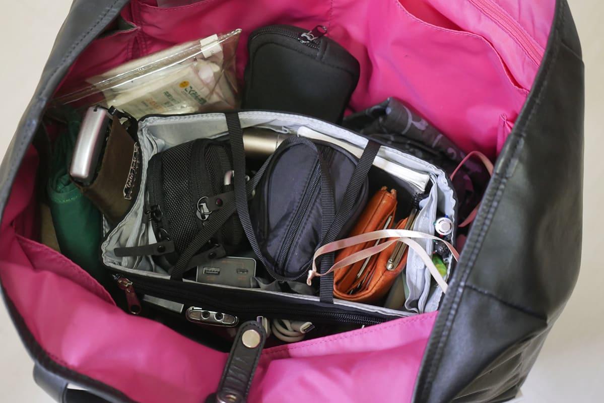 雨のシーズンに活躍するブロガーズトートにはインナーバッグを愛用