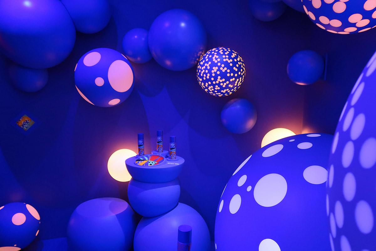 青い泡の部屋