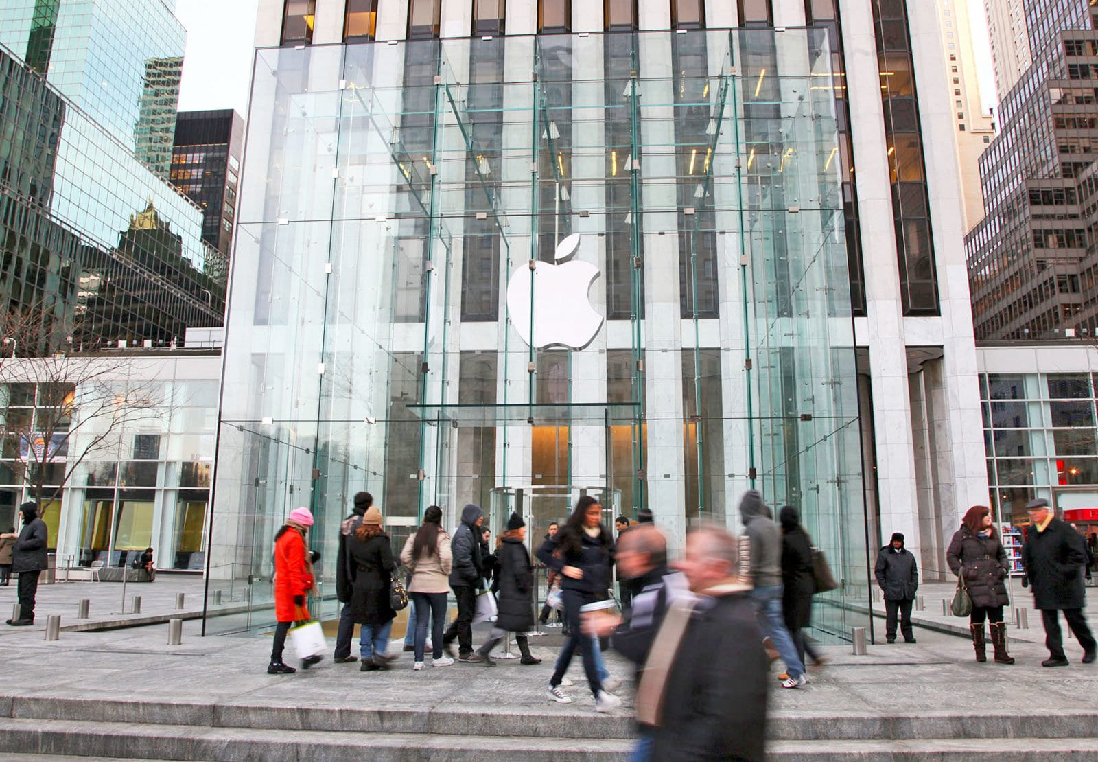 Apple Set To Become First US Trillion Dollar Company