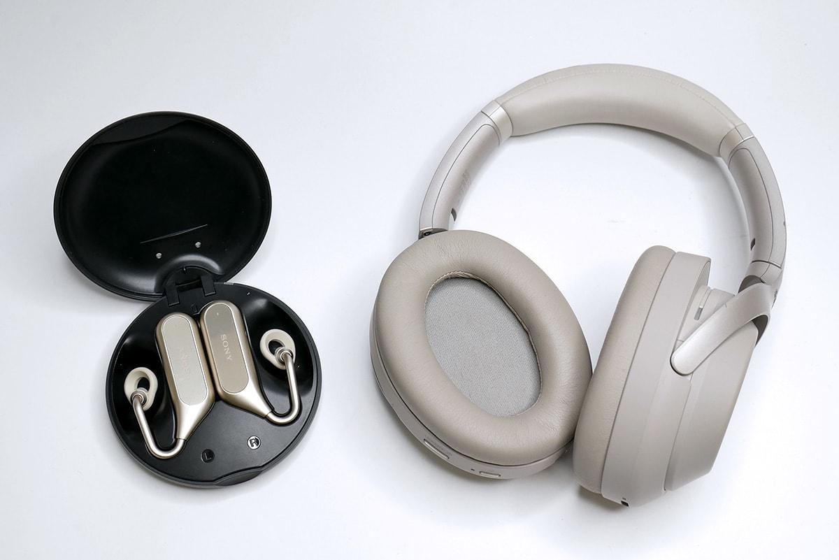 Xperia Ear Duo」(左)と「WH-1000XM3」(右)