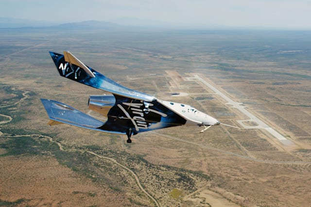 Virgin Galactic SpaceShipTwo glides toward Spaceport America