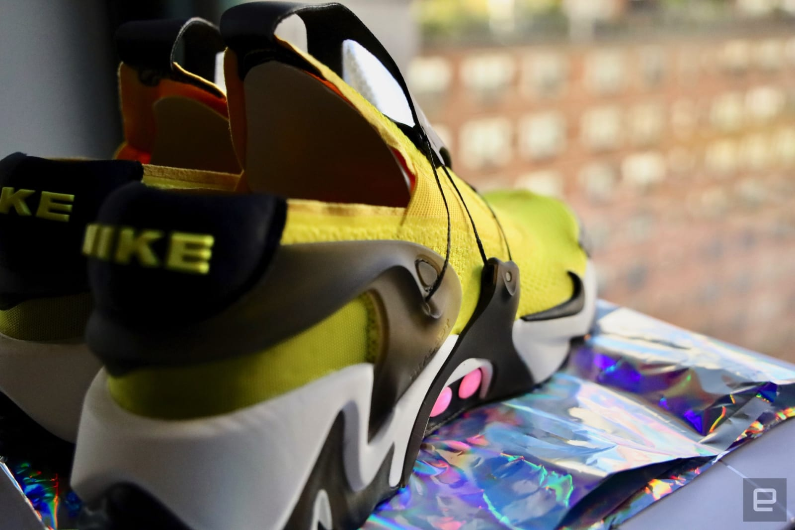 Nike S Adapt Huarache Are Self Lacing Sneakers You Ll Actually Want To Wear Engadget