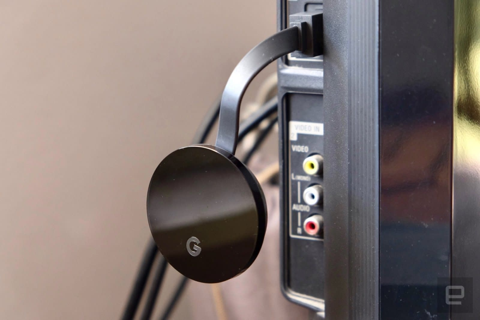 Amazon starts selling chromecast