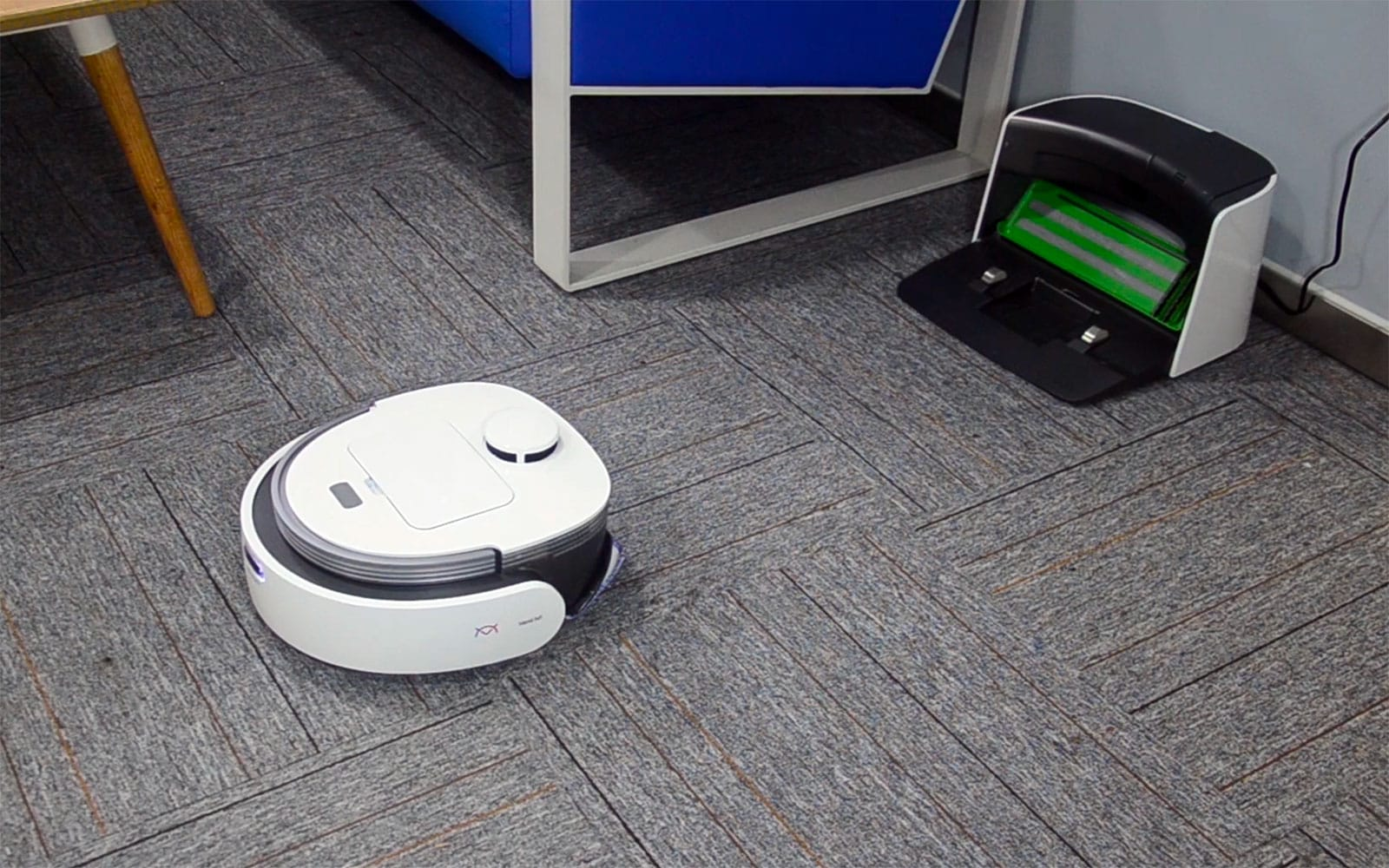 Venii N1 self-cleaning mopping robot